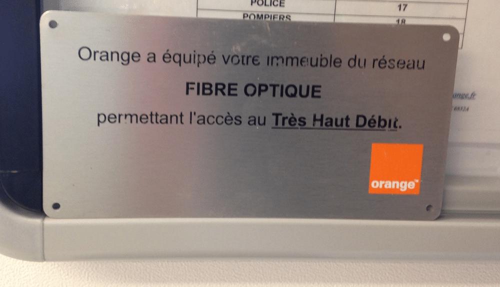 plaque Orange immeuble fibré