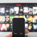Plus de 200 chaînes de TV chez soi avec les offres de Free et de La Poste Mobile