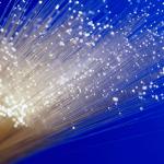 La fibre optique à 1 Gb/s : les offres promotionnelles de RED by SFR, Free et Bouygues Telecom