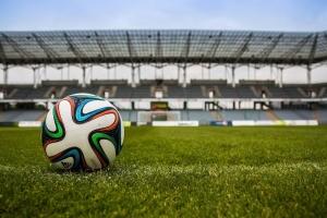 Canal+ récupère les droits tv de la Ligue 1 et sauve le football français jusqu'à la fin de la saison.