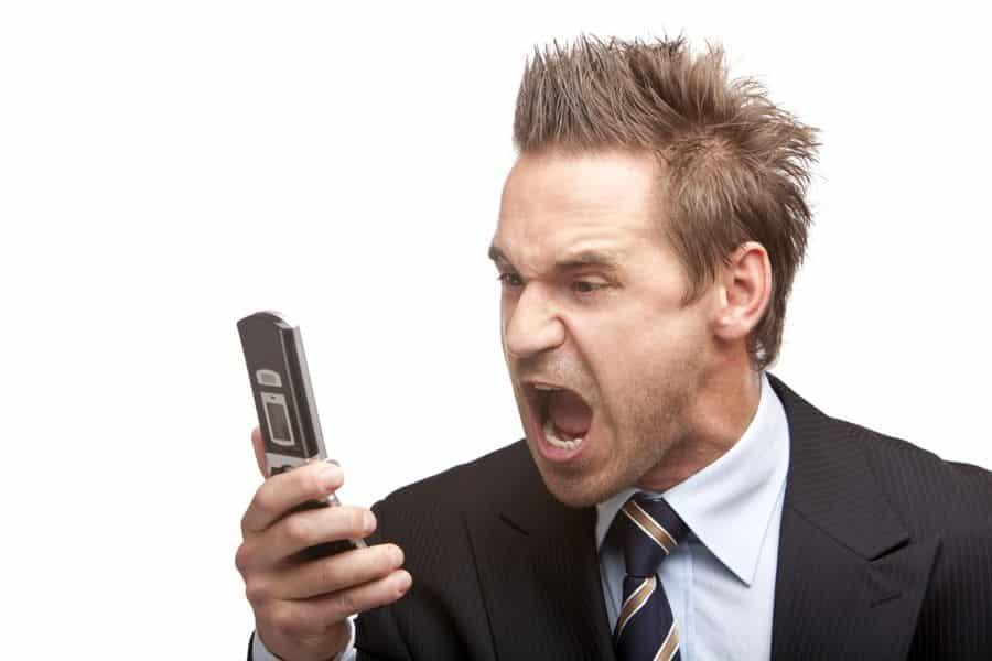 consommateur énervé du démarchage téléphonique