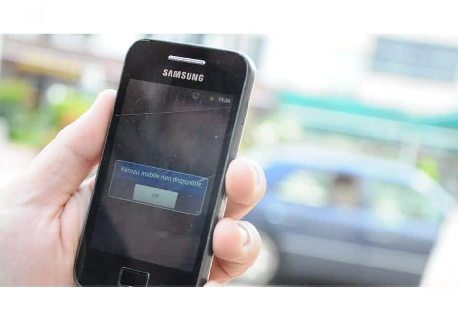 un téléphone qui ne trouve pas de réseaux mobiles