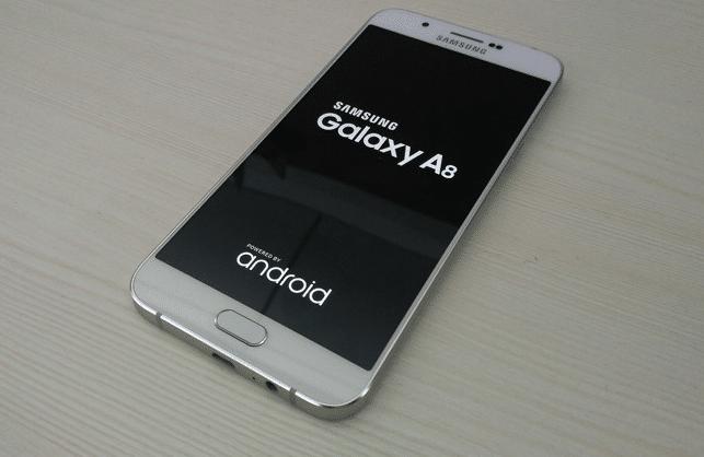 Les Galaxy A8 de Samsung.