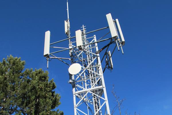 pylône réseau mobile