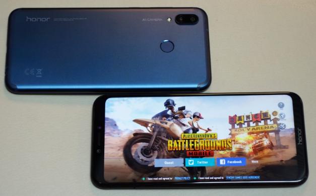 Honor Play, smartphone gaming et jeu vidéo, mais téléphone également.