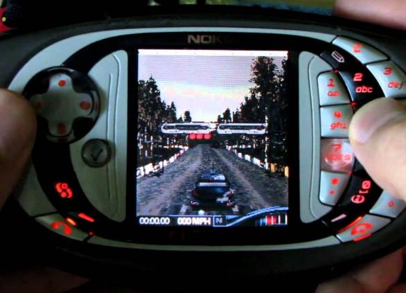 Un smartphone gaming, la N-Gage de Nokia.