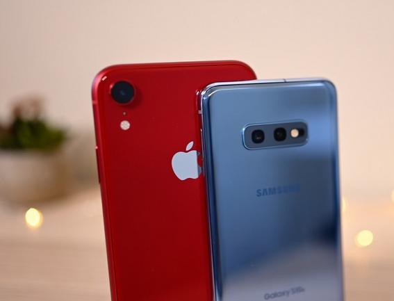 iPhone XR et Samsung Galaxy S10e pas chers avec forfait mobile.