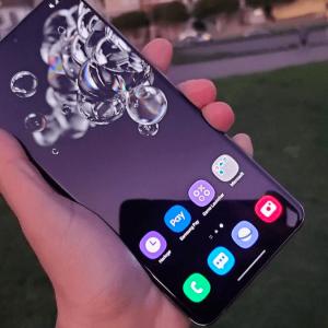 Le Galaxy S20 Ultra est disponible chez de nombreux opérateurs.