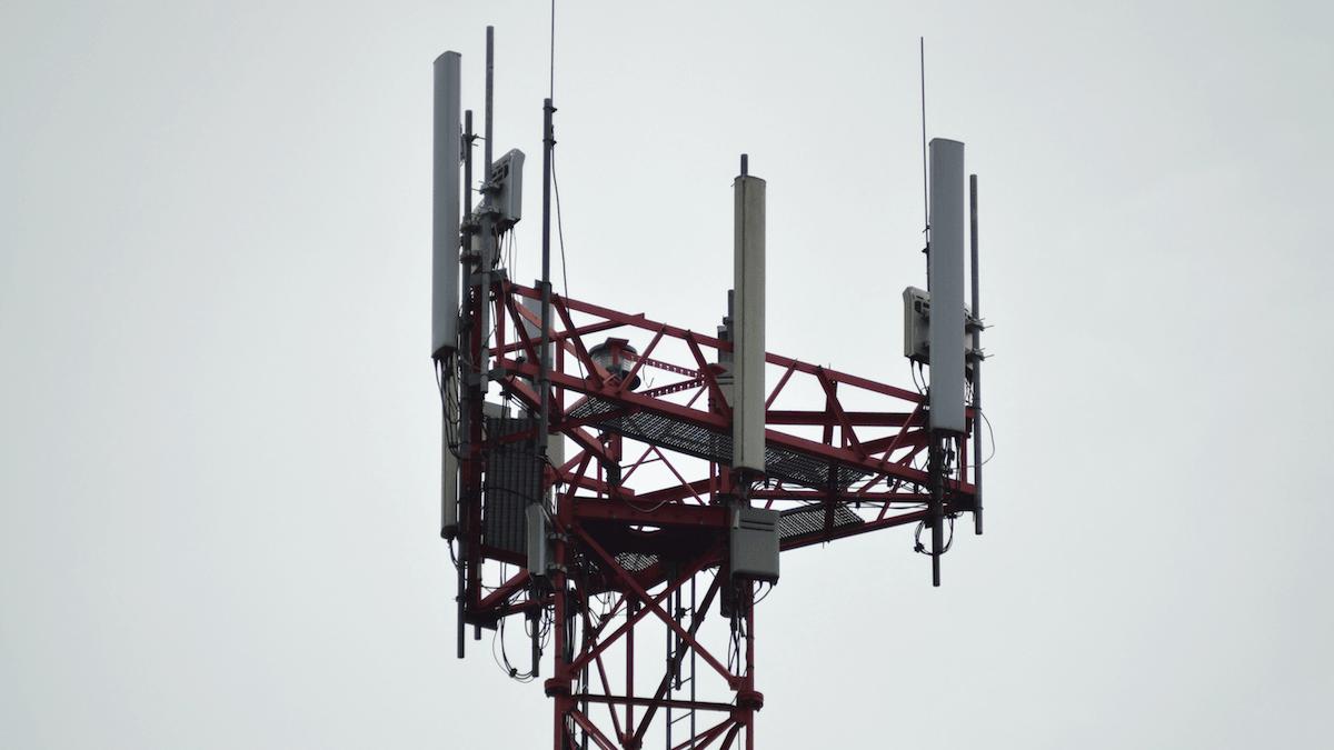 Antennes 5G brûlées par des moines